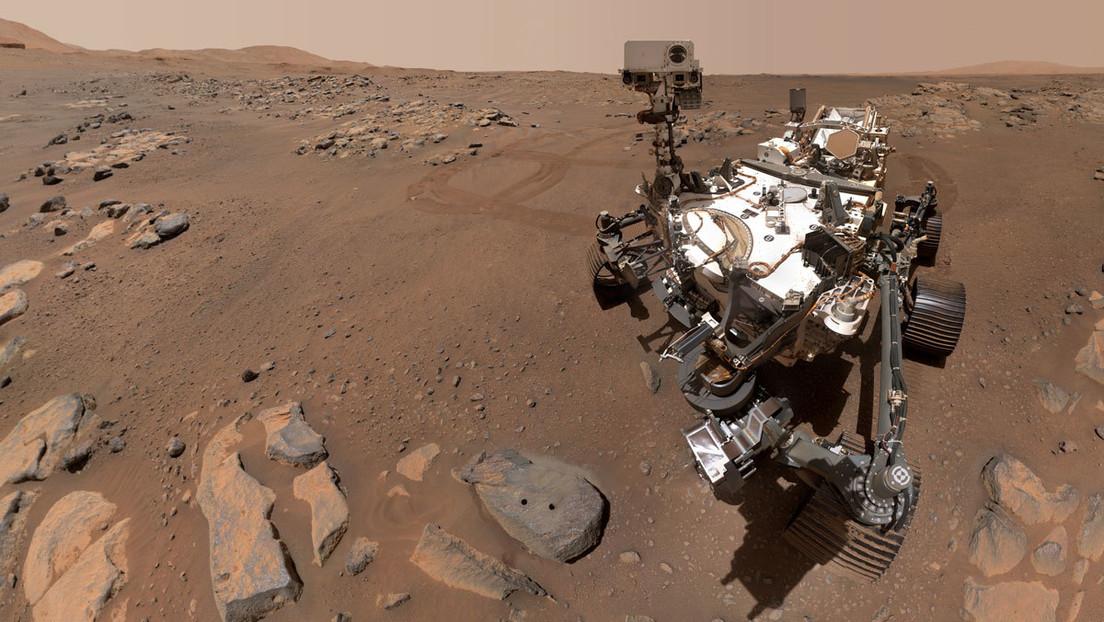 El róver Perseverance de la NASA toma selfis en un sitio de recolección de muestras en Marte