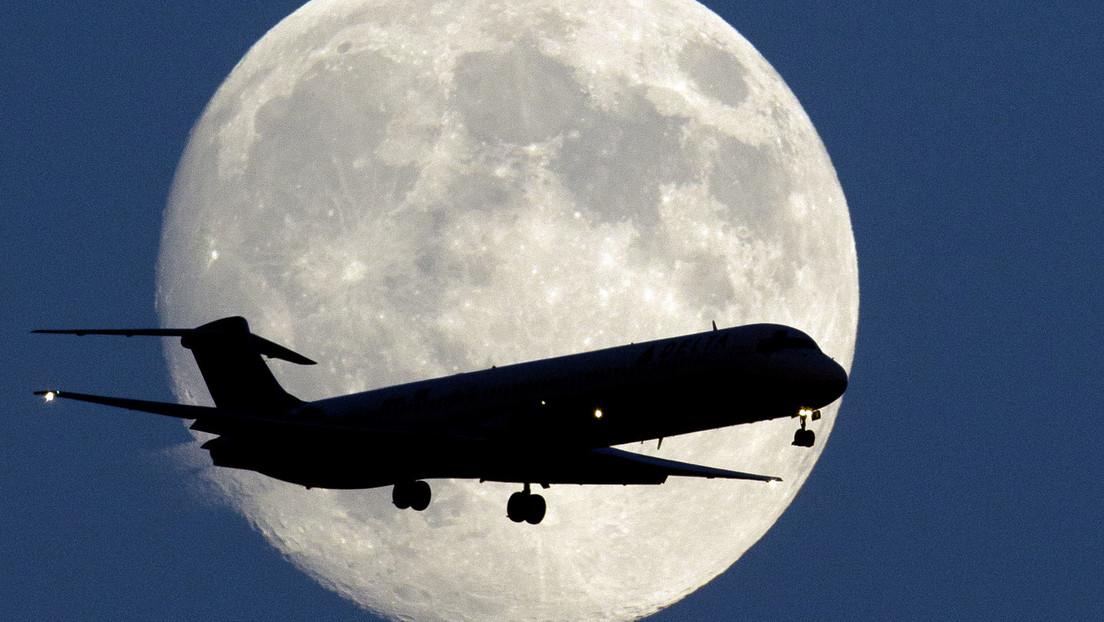 La luna llena 'de cosecha' ilumina el cielo nocturno este martes