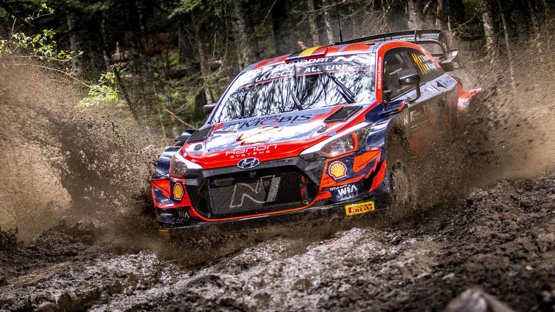 Un coche de 'rally' da siete vuelcos en un aparatoso accidente durante el Campeonato de Rusia (VIDEO)
