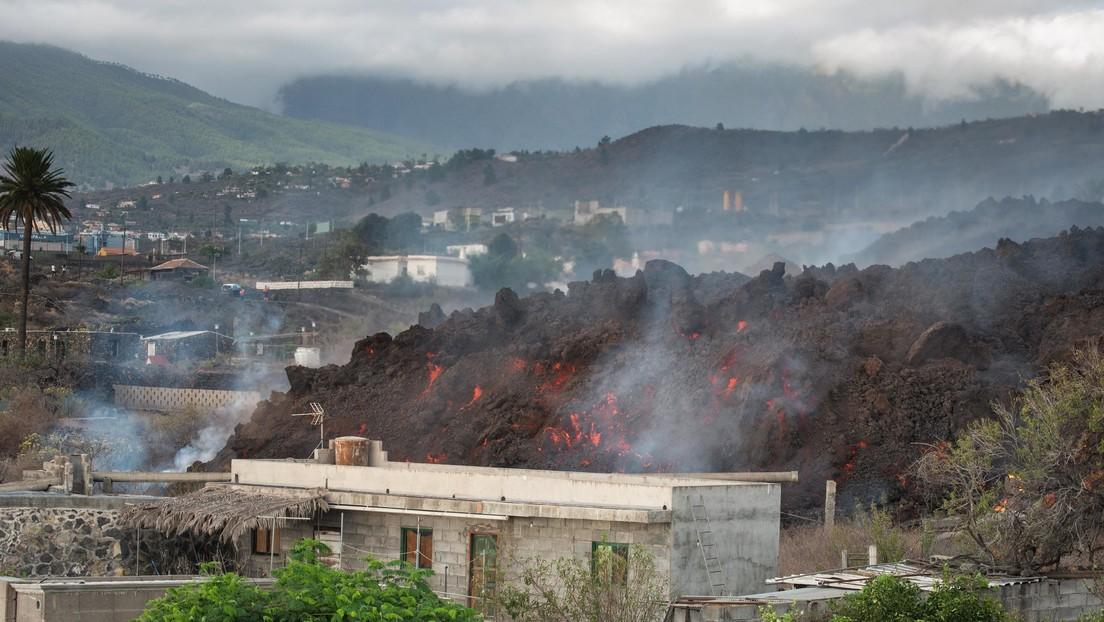 El volcán de la isla canaria de La Palma engulle el último pueblo en su camino hacia el mar (VIDEOS, FOTOS)