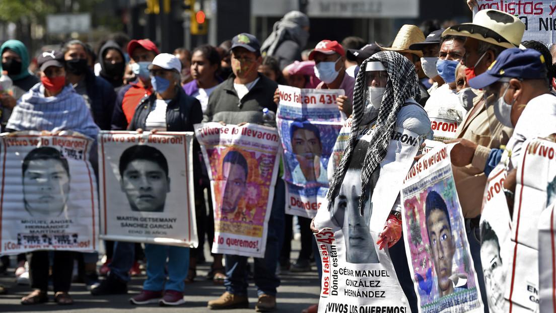 """""""Desviaron toda una investigación"""": La Fiscalía mexicana investigará a los peritos que """"manipularon evidencias"""" en el caso de Ayotzinapa"""
