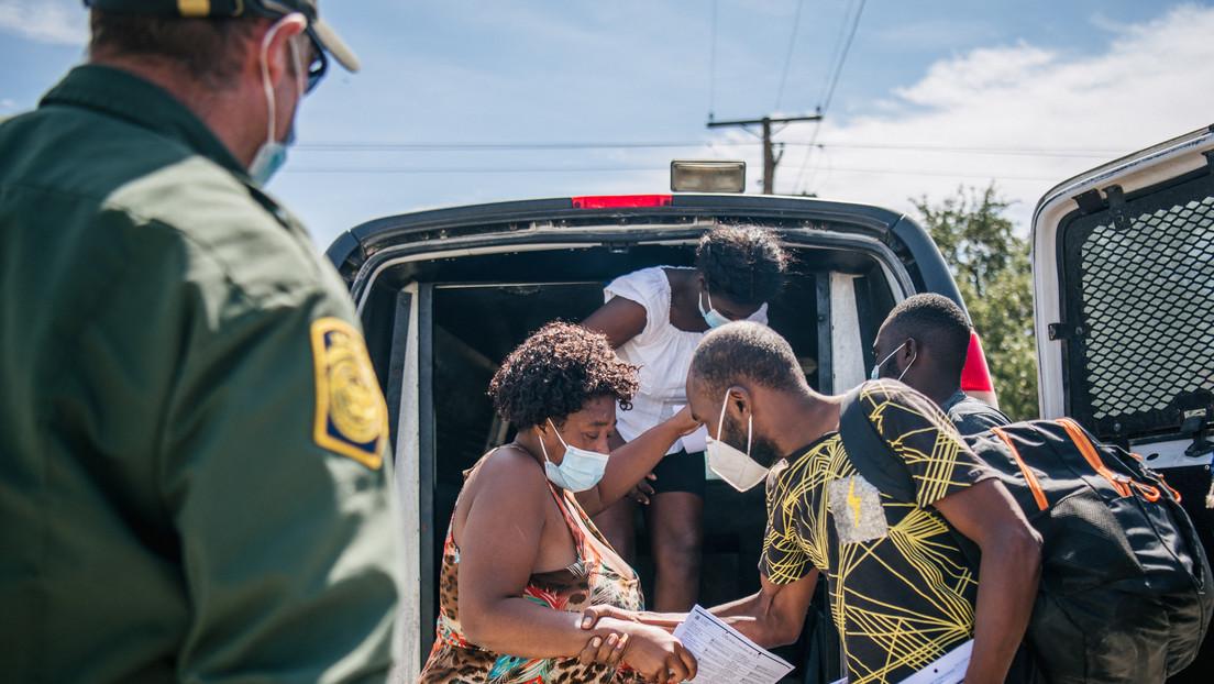 """El enviado especial de EE.UU. para Haití renuncia por la """"inhumana"""" decisión de expulsar a migrantes haitianos"""