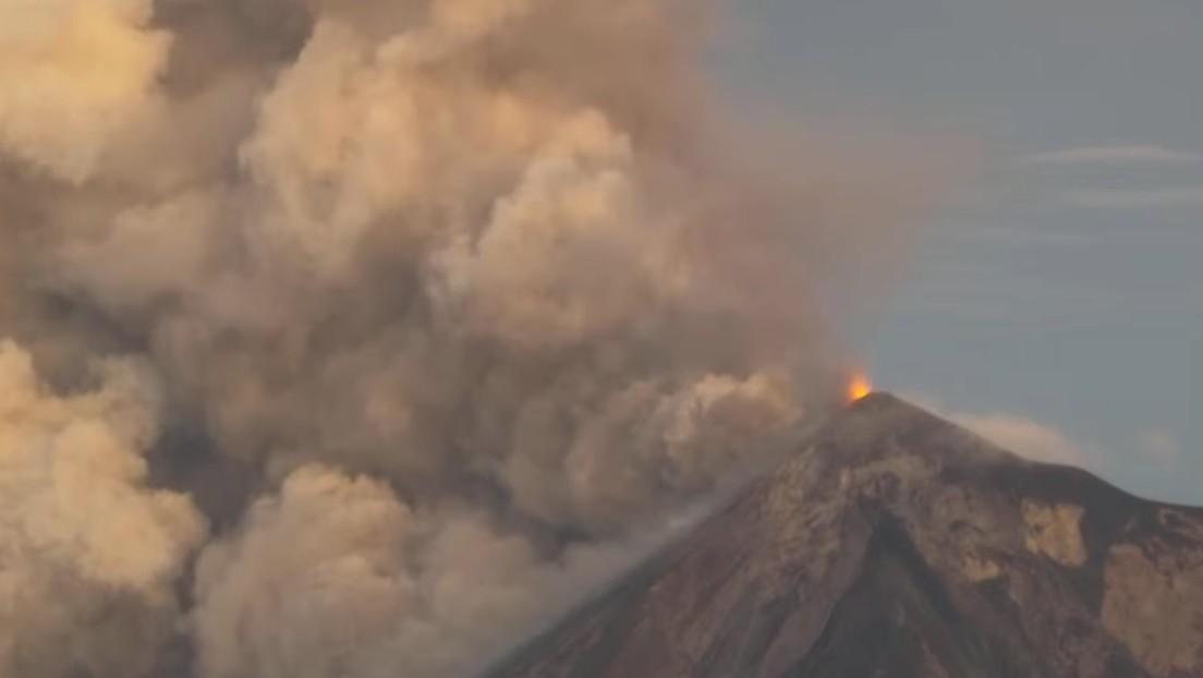 VIDEOS, FOTOS: El volcán de Fuego en Guatemala entra en erupción