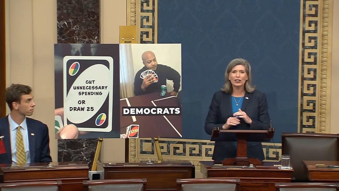 Dos republicanas hablan en el Congreso de EE.UU. usando memes de Internet y la Red no las perdona