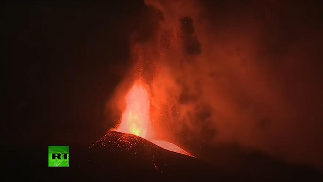 VIDEO: Sigue en erupción el volcán de la isla española de La Palma tras provocar ya el desalojo de más de 6.000 personas