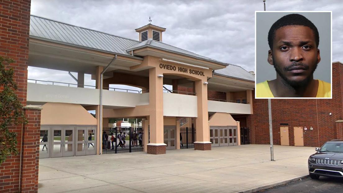 Condenan a un conserje a 60 años de prisión por filmar en secreto a menores en el baño de mujeres en un colegio de Florida