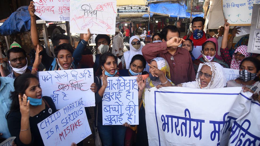 Arrestan a 29 hombres por violar repetidamente durante ocho meses a una niña de 15 años en la India