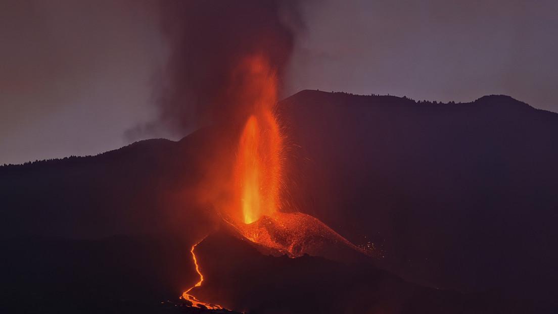 El volcán de La Palma retoma su actividad tras una breve paralización y crece la incertidumbre sobre su evolución (VIDEO)