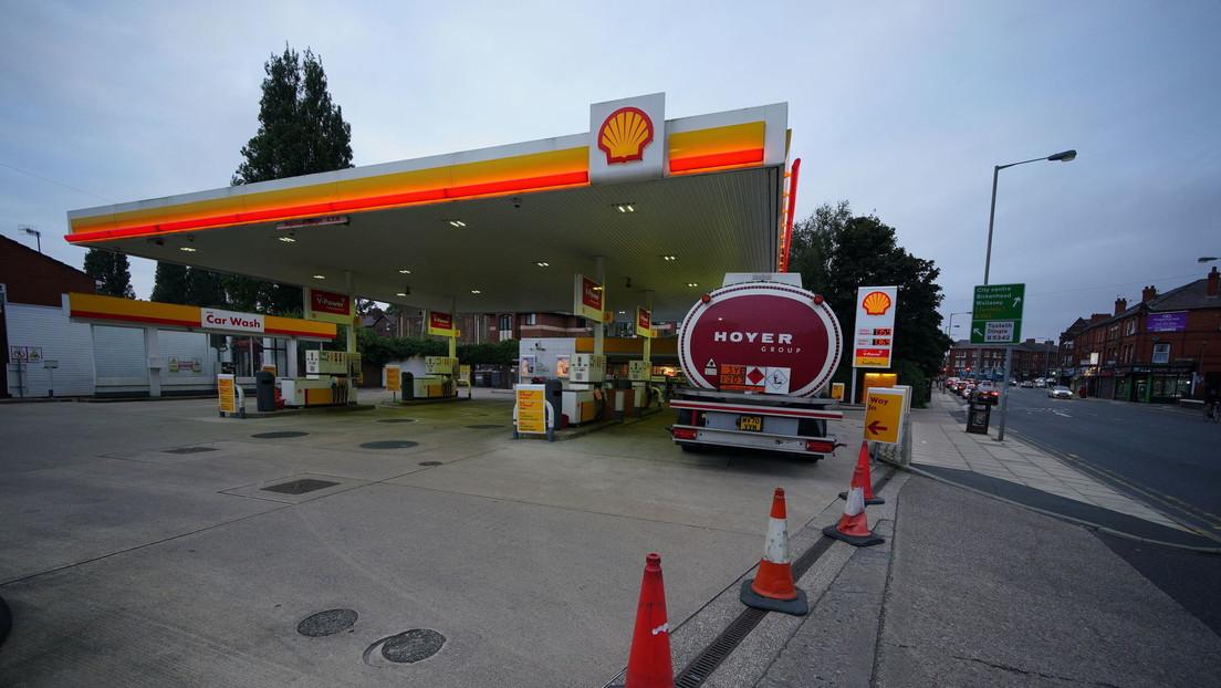 Ponen en alerta a los militares en Reino Unido por una crisis de suministro de combustible (FOTOS)