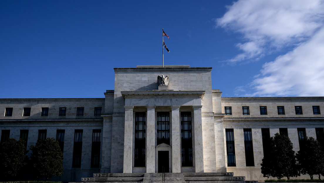 Dimiten dos presidentes regionales de la Reserva Federal de EE.UU. acusados por operaciones financieras cuestionables