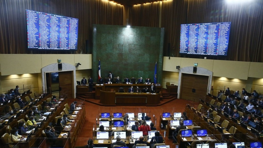 Congreso chileno debate el cuarto retiro de las pensiones tras la polémica por los ministros que se opusieron al proyecto (pero sacaron sus fondos)