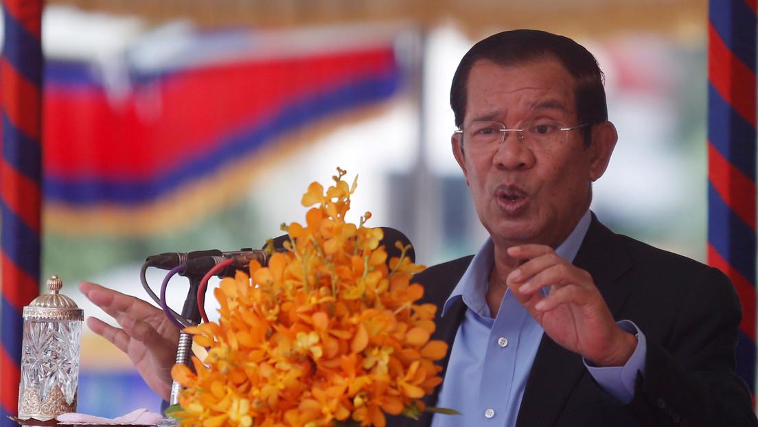 El primer ministro de Camboya irrumpe en una videoconferencia de la oposición a la que no estaba invitado y exige que le dejen de insultar