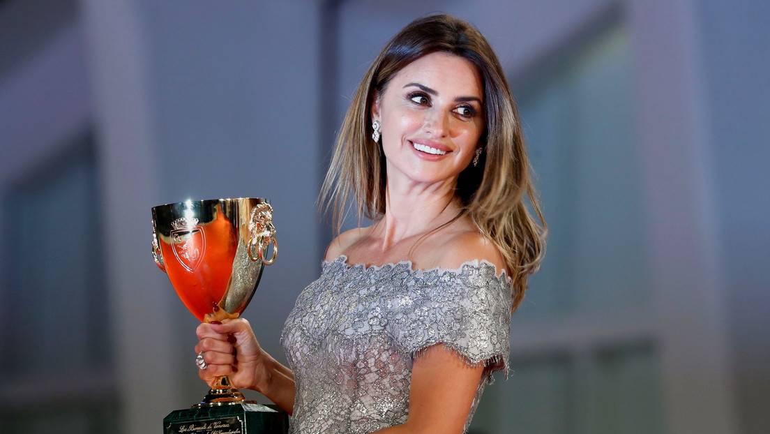 Penélope Cruz gana la Copa Volpi a la mejor actriz del Festival de Venecia  por la película 'Madres paralelas' - RT