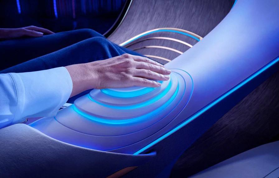 61363c5159bf5b1f5f601739 Mercedes Benz presenta un coche futurista sin volante e inspirado en la película Avatar, que se maneja con la mente