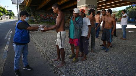"""Casi medio millón de nuevos pobres: La """"pobreza multidimensional"""" crece en Colombia (y estas son las zonas más afectadas)"""