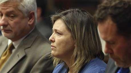 Una mujer se declara culpable de ayudar a sus parientes a asesinar ocho miembros de una familia por una disputa sobre la custodia de su nieta