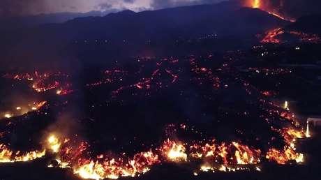 Imágenes de dron muestran enormes destrucciones provocadas por la erupción del volcán en la isla española de La Palma