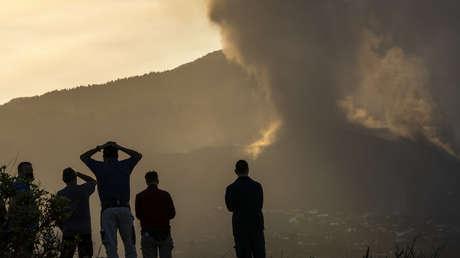 VIDEO: Momento en el que la lava del volcán de La Palma 'se traga' el campanario de la iglesia de Todoque