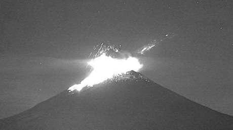 En las últimas 24 horas el volcán Popocatépetl registra 221 exhalaciones, 100 minutos de tremor y 2 sismos volcanotectónicos (VIDEO)