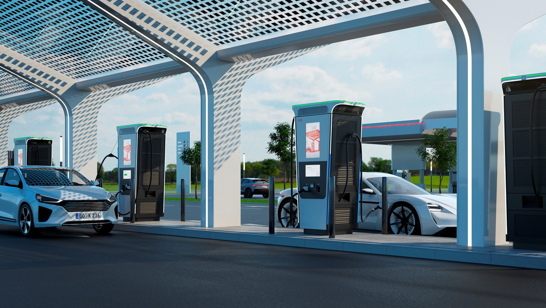 Introducing the world's fastest charging station: it will charge any electric car to 100% in less than 15 minutes (video)