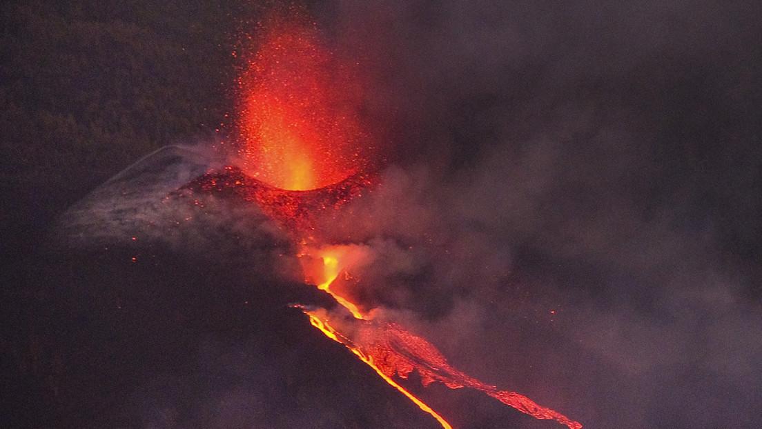 """El volcán Cumbre Vieja es """"mucho más agresivo"""" dos semanas después de su erupción"""