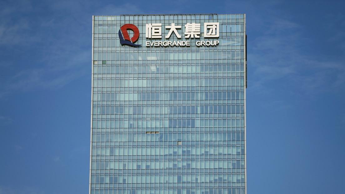 Suspenden de cotización las acciones del gigante inmobiliario chino Evergrande