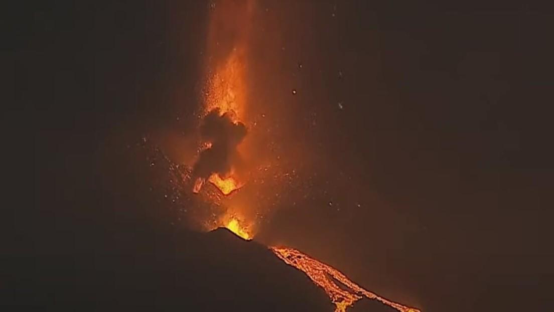 VIDEO: El volcán de la isla española de La Palma continúa arrojando ríos de lava