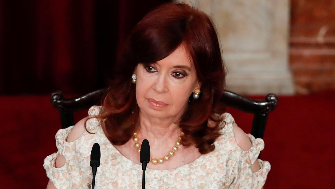 """Cristina Kirchner sobre el viaje del expresidente a EE.UU.: """"No sé si reírme por Macri dando clases o llorar por su burla a la Justicia"""""""