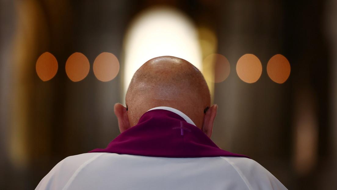 """El obispo jefe de Francia afirma que """"el secreto de confesión es más fuerte que las leyes"""" en medio del escándalo de abusos sexuales a menores"""