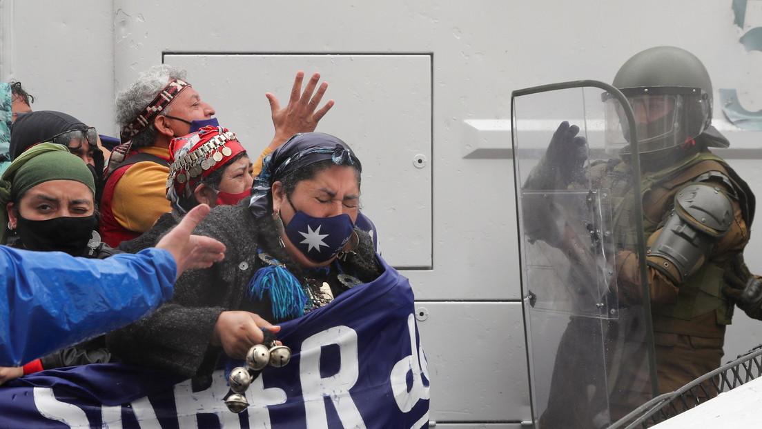 Un muerto y 10 detenidos dejan choques entre la Policía y activistas mapuches durante una marcha en Santiago de Chile (VIDEO)