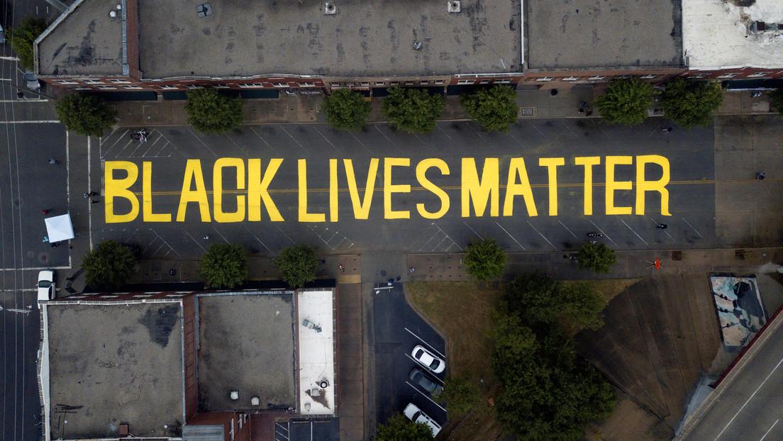 Una afroamericana demanda a una ciudad de EE.UU. por ser representada en un mural como mujer blanca