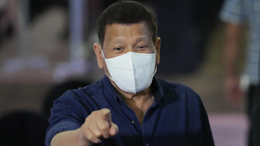 """""""Vacunémoslos mientras duermen"""": Duterte propone resolver por la fuerza el """"problema"""" de los filipinos indecisos ante la inoculación"""
