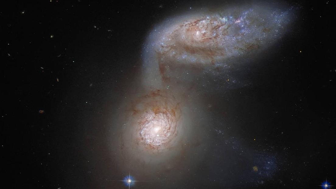 """Hubble Telescope Captures """"Dangerous Dance"""" of Two Merging Galaxies"""