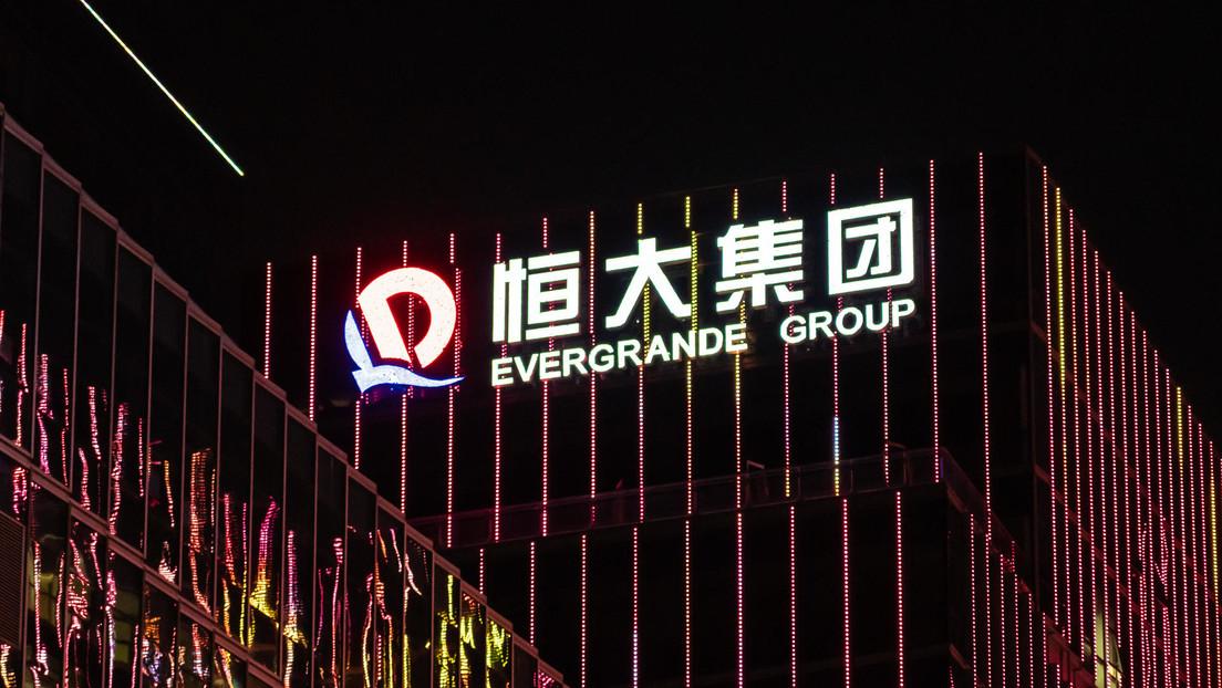 Evergrande incumple el pago de 148 millones de dólares de intereses y los mercados de China se desploman
