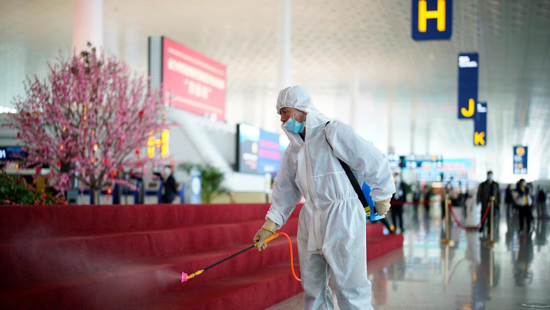 Reportan que China planea examinar decenas de miles de muestras de sangre en Wuhan para investigar el origen del covid-19