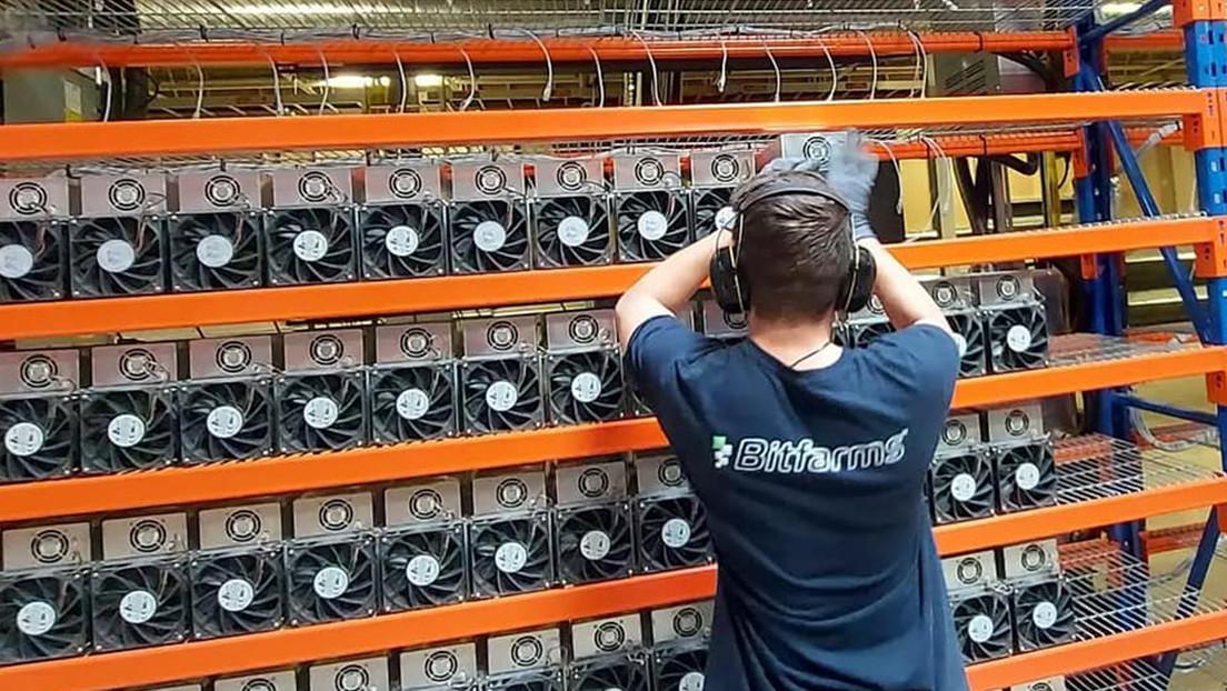 Una empresa canadiense anuncia la construcción de una megagranja para minar bitcoines en Argentina