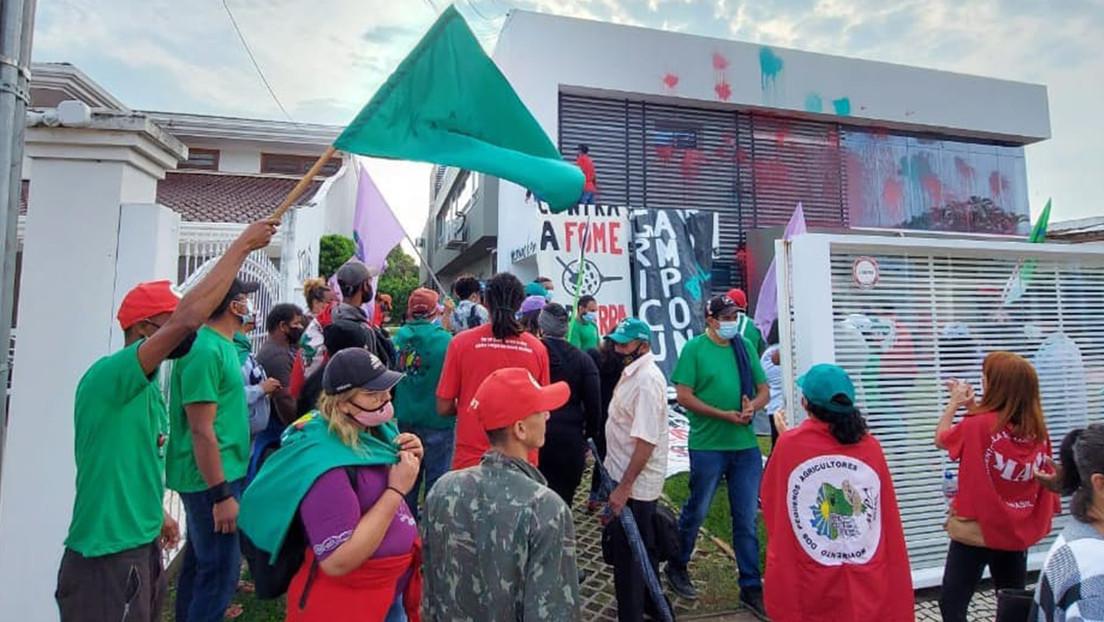 """Ocupan la sede de la Asociación Brasileña de Productores de Soja para protestar contra """"el modelo devastador del agronegocio"""""""