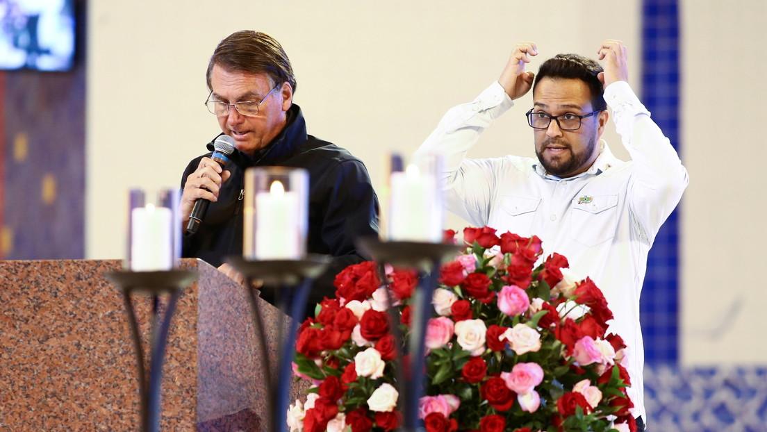 """""""Piensa que soy el más macho de los machos"""": Bolsonaro dice que llora escondido en el baño sin que lo sepa su mujer"""