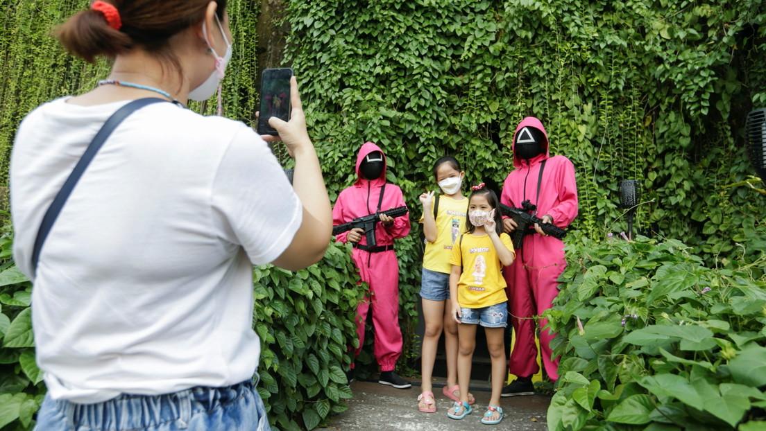 Alerta por la llegada de 'El juego del calamar' a los colegios españoles: los niños imitan las pruebas en el patio