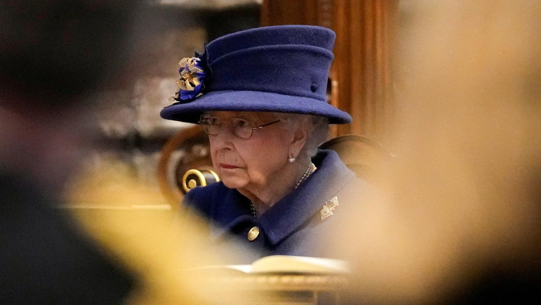 Recomiendan a la reina Isabel II dejar de beber alcohol por el bienestar de su salud