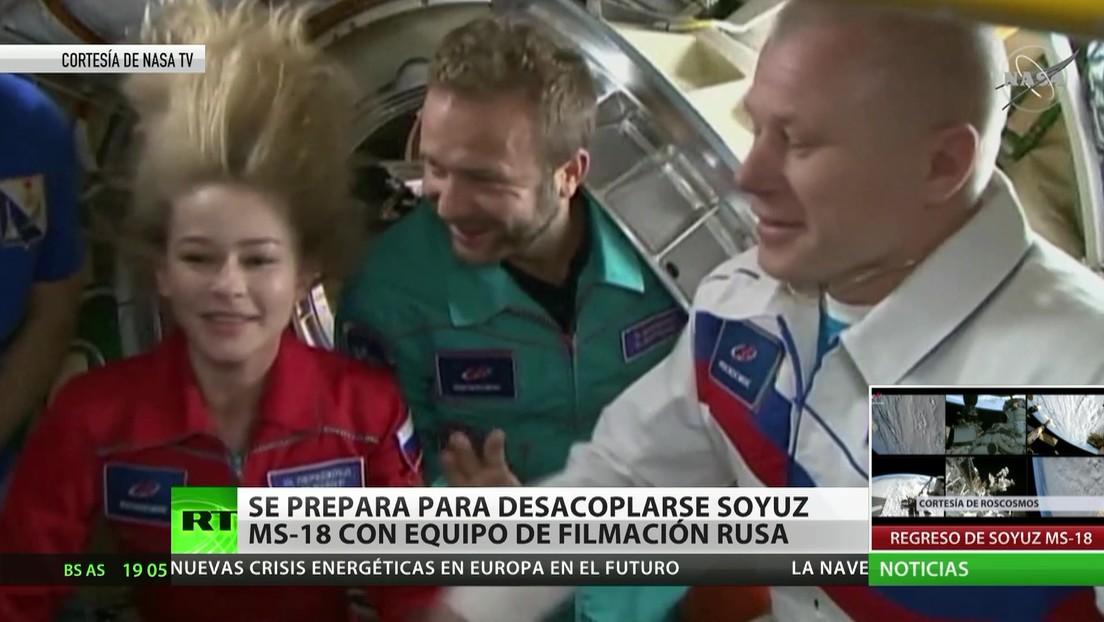 Se prepara para desacoplarse la nave Soyuz MS-18 con un equipo de filmación rusa