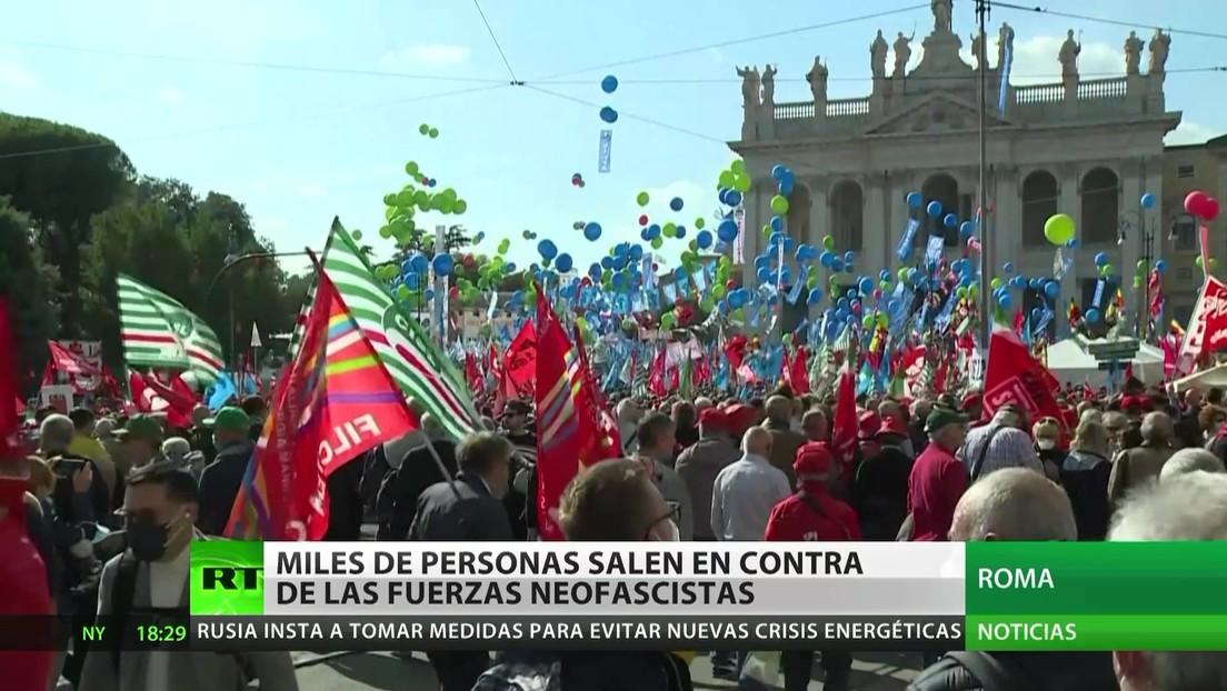 Miles de personas salen en contra de las fuerzas neofascistas en la capital de Italia
