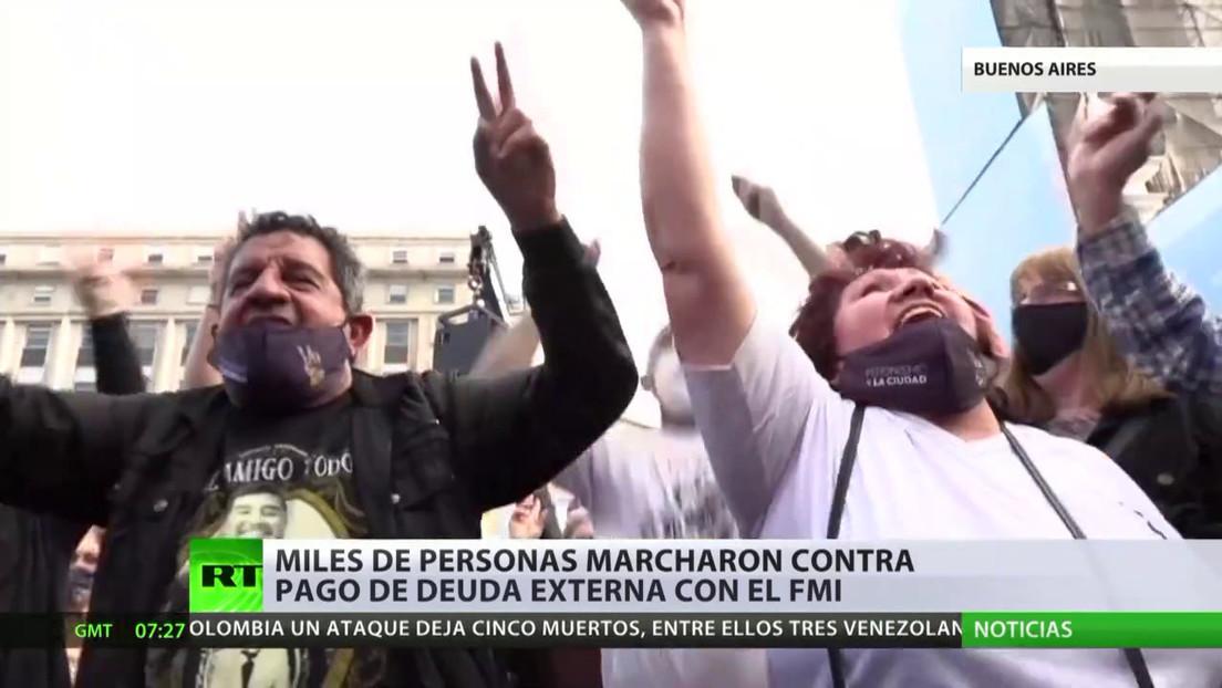 Miles de personas marchan en Argentina para exigir que no se pague la deuda al FMI