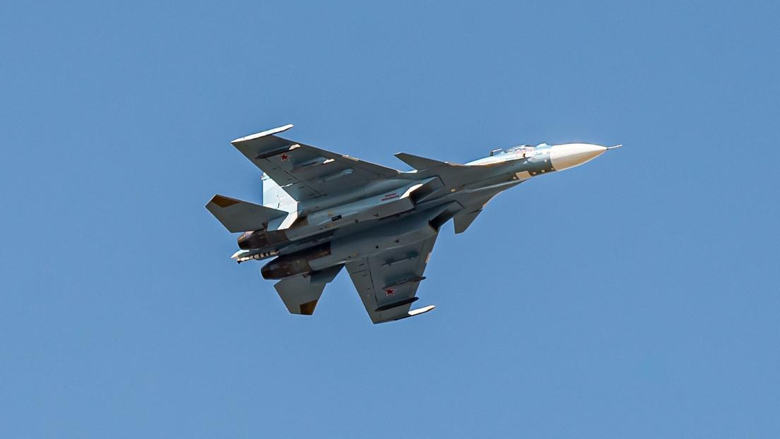 Dos cazas rusos escoltan a cuatro aviones de EE.UU. sobre el mar Negro