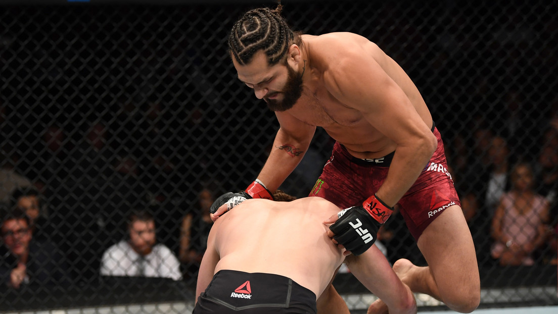 VIDEO: Un luchador de MMA recrea el icónico nocaut de Jorge Masvidal con un rodillazo volador y la estrella de la UFC reacciona