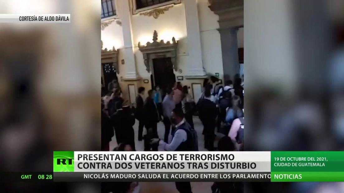 Fiscalía de Guatemala acusa de terrorismo a exmilitares detenidos por disturbios en el Congreso