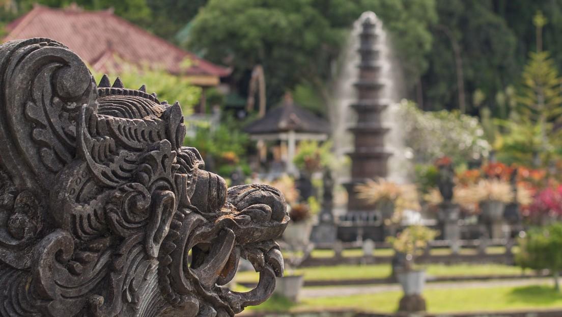 """Hallan """"piezas extraordinarias"""" en Indonesia que podrían ser restos de un reino con riqueza incalculable desaparecido en el siglo XIV (FOTOS)"""