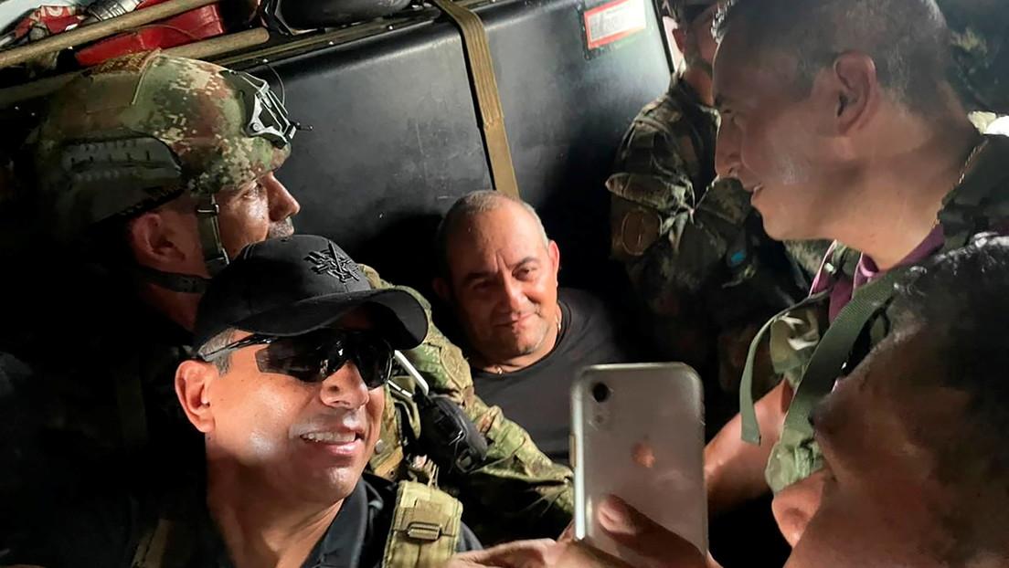 PRIMERAS IMÁGENES: El líder del Clan del Golfo, alias 'Otoniel', sonríe ante las cámaras poco después de ser capturado en Colombia