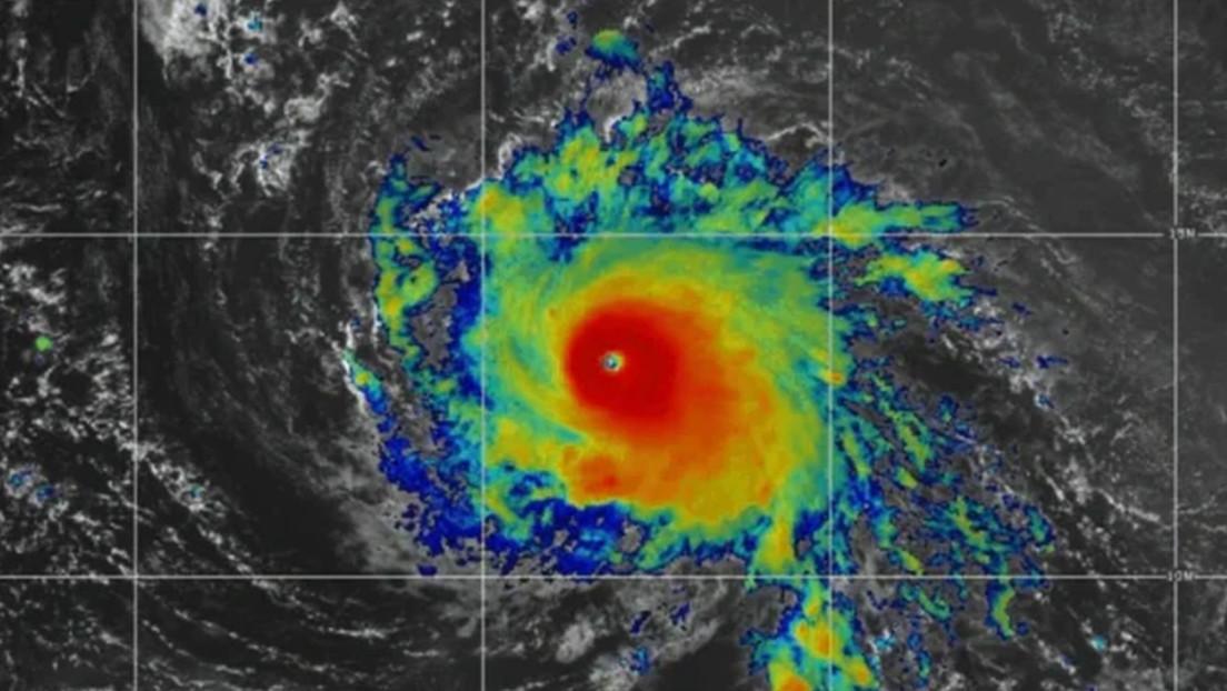 El huracán Rick podría intensificarse a categoría 3 frente a las costas del Pacífico mexicano en las próximas horas