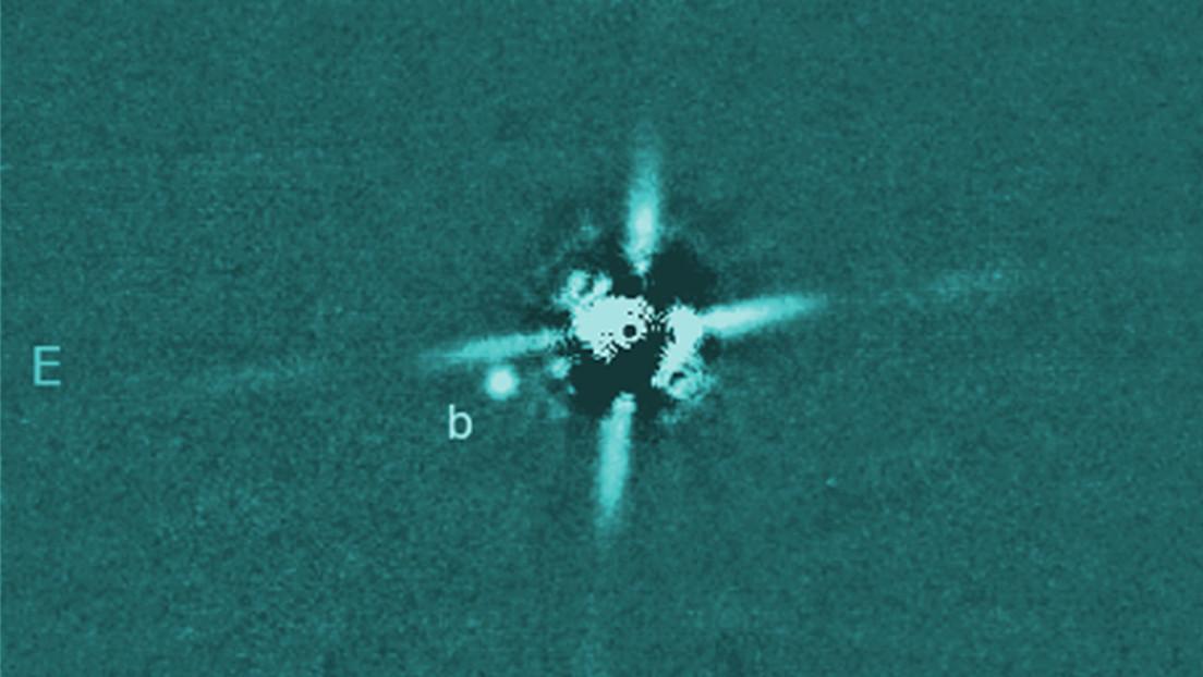 Captan uno de los planetas más jóvenes jamás encontrados fuera del sistema solar, y todavía está caliente